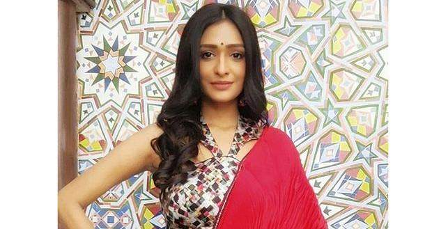 Naagin 5 Upcoming Twist: Meera to be hypnotized by unknown source